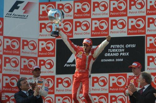 00_ferrari-vince-gp-turchia_11.jpg