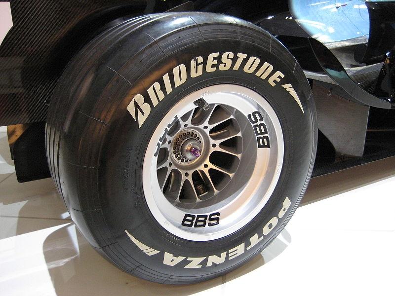 800px-bridgestone_potenza_f1_rear_tire