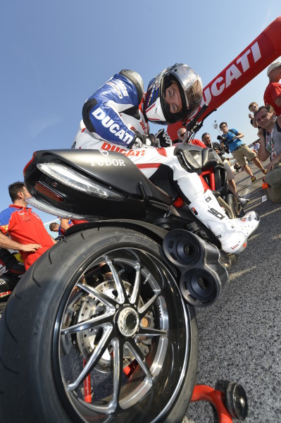World Ducati Week_Drag Race_Troy Bayliss _02